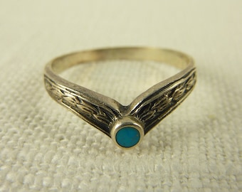 Size 6 Vintage Sterling and Turquoise V Ring