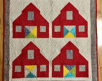 Barns Quilted Wall-Hanging/ Table Topper