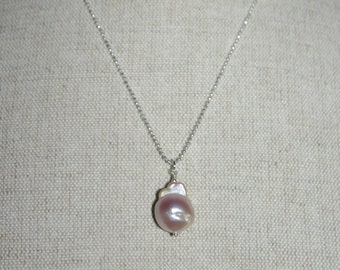 """NUCLEATED PEARL PENDANT With 20 """" Diamond Cut Chain"""