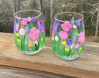 Hand painted stemless wine glasses flowers, spring floral wine glass, bridesmaid gift, wedding favor, mothers day wine glass