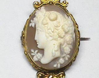 Very charming Victorian antique cameo brooch 15 K gold