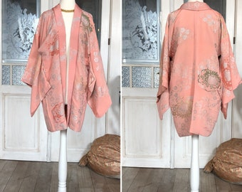 Vintage Haori in pastel pink with gorgeous flowers pattern / kimono jacket in silk / Haori pink and silver / pastel pink / Vintage kimono