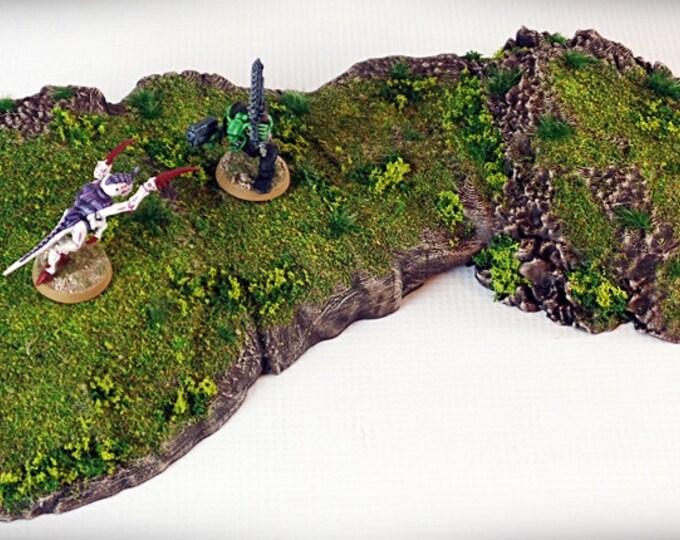 Wargame Terrain - Pedestal - Outcropping – Miniature Wargaming & RPG outcropping terrain - 15.5x6x1.5 inches