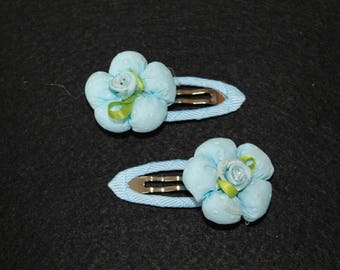 Set of 2 small flower clips.