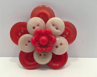 Flower Button Magnet, Fridge Magnet, Red and White Buttons, Housewarming Gift, Friend Gift, Gift under 25 Dollars, Christmas Gift