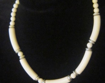 VINTAGE White Bead Necklace - White Beaded Necklace - Beaded Necklace - White Necklace - Necklace White