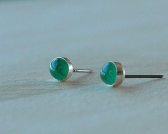 Emerald Gemstone 5mm Bezel Set on Niobium or Titanium Posts (Hypoallergenic Stud Earrings for Sensitive Ears)