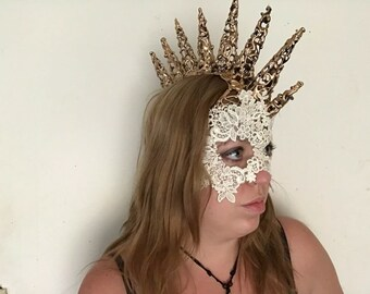 lace half mask with mohawk