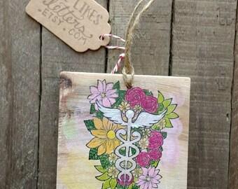 Floral Nurse Christmas Ornament / Medical Caduceus Flowers / Healthcare Professional / Holiday Gift for Nurse Student New Nurses Graduate