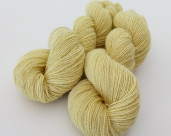 Natural dyed with goldenrod flowers and leaves in 2017. Fabulous Four base (Masham, BFL, alpaca and Romney) woollen spun in Yorkshire
