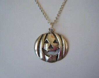 ♥ ♥ silver pumpkin pendant