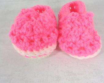 Pink baby shoes - baby girl shoes - soft soled shoes - baby shoes - baby booties - baby shower gift - newborn shoes - infant shoes - baby