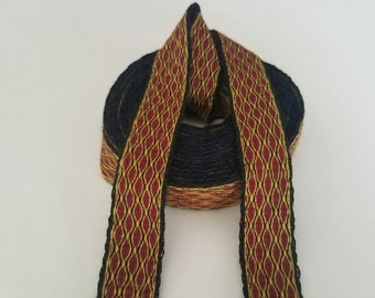 Galon cards, fine wool, sold to 4 inch length. 0,8 inch wide.
