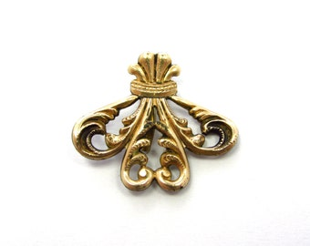 Antique Victorian Yellow Gold-Plated Embellished Swirl Laurel Crown Shaped Pendant