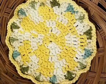READY TO SHIP --Round Scalloped Potholder-- Flower Hotpad--Double Layers--Yellow, White, Green, Blue