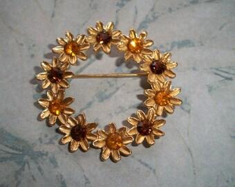 "Vintage Amber brown Rhinestone Brooch,1 5/8"" round,flower wreath,rhinestones,gold tone,hat,scarf pin"