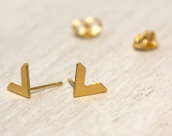 Small V-Shaped Stud Earrings, Arrow Stud Earrings, Chevron Earrings, Arrow Studs, Chevron Stud Earrings, V Stud Earrings, Simple Studs