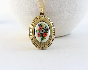 Flower Locket Necklace, Bouquet Flower Photo Locket Necklace, Keepsake Photo Locket Necklace, Long Necklace