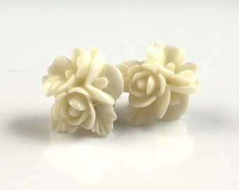 Ivory white resin flower bouquet cabochon stud earrings 18mm for sensitive ears