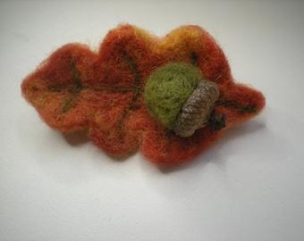 Needle felted fall Oak Leaf brooch, Autumn leaf brooch pin, Autumnal Leaf, Acorn pin