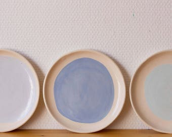 3 little blue plates