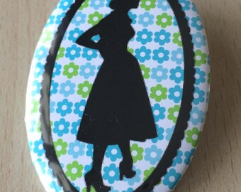 badge / brooch vintage silhouette fashion 19