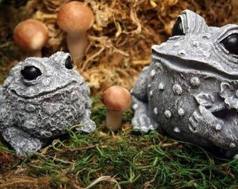 Frog Statues - Concrete Mom & Baby Toad Figures - Outdoor Garden Decor