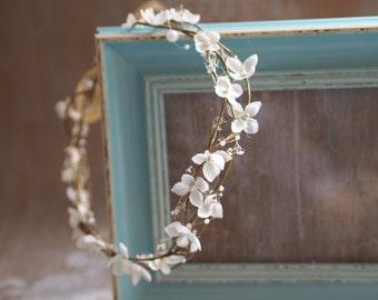 Bridal Hair Piece, Wedding Hair Crown, Wedding Flower Wreath, Bridal Halo, White Hair Crown, Wedding Flower Tiara, White Bridal Hair Crown