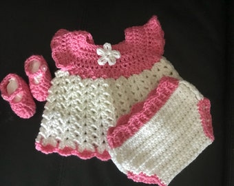 Free shipping! Baby girls newborn outfit by crochetbyloraine