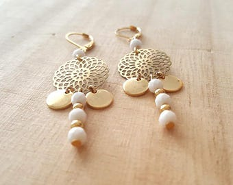 Gold plated earrings engraved with gold and pearls.