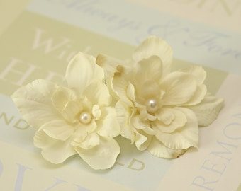 Ivory flowers hair comb, bridal, bridesmaids hairpiece