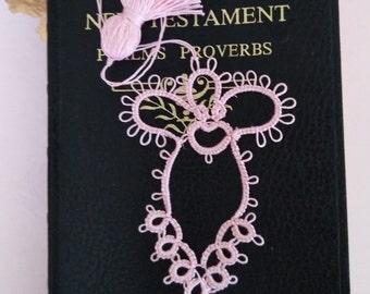 Ange rose douce Tatted marque page en dentelle avec pompon en frivolité fait à la main