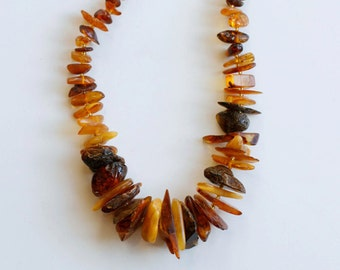 Vintage Baltic amber chunky beaded necklace / raw genuine amber graduated beads in various shades and shapes