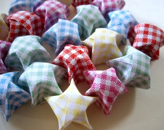 20 Gingham Origami Lucky Stars - Cute Summer Wishing Stars - Favors, Confetti, Table Decor, Gift Enclosure - Picnic Style Paper Star Set
