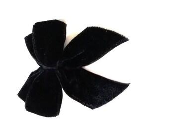 Knot tied velvet Black 6 cm wide