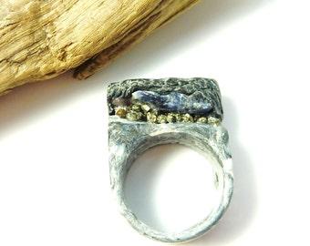 Raw stone ring-raw lapislazuli ring- sculpted raw crystal ring- resin ring with rough lapislazuli and pyrites-raw stone jewelry