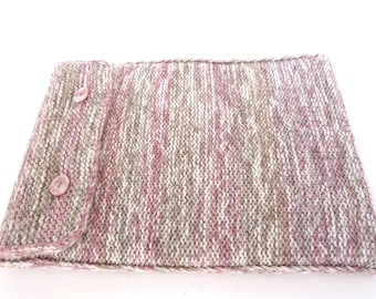 Laptop sleeve. MacBook Air 13 inch laptop bag. 13 inch MacBook Air laptop case. 13 inch computer cover. Hand knitted pink and gray wool bag.