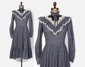 Vintage 70s GUNNE SAX DRESS / 1970s Ruffled Blue Floral Lace Trim Midi Dress