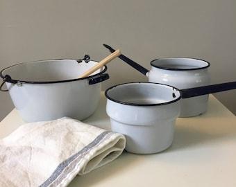 Vintage pans perfect for Farmhouse Decor