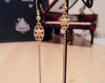 Earrings with chains - Gold - 8.5 cm flower print