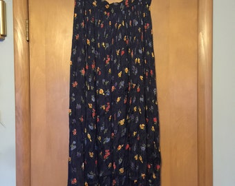 Classic 1990's 100% Crinkle Rayon Broomstick Skirt from Requirements in size Medium