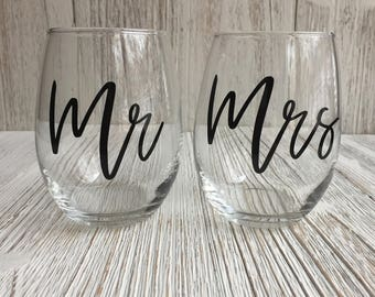Mr and Mrs Stemless Wine Glass Set, Couples Wine Glass Set, Wine Glass Wedding Gift