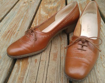 1960s Ferramamo brown leather brougues size 8