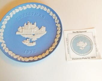 1973 Wedgwood Christmas Plate Blue and White Jasper ware Tower of London with documentation Fifth in Series limited edition