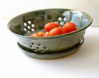 Ceramic Berry Bowl, Berry Bowl Colander, Berry Basket, Green Berry Bowl, Pottery Strainer, Berry Colander, Pottery Bowl Large Green