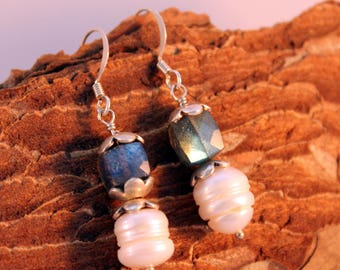 Labradorite and pearl earrings, sterling silver gemstone earrings, short dangle earrings, elegant earrings, europe, holland, netherlands