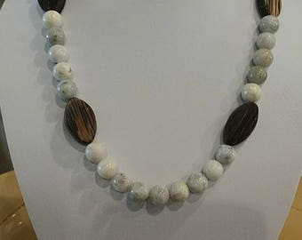 19 in necklace with earrings wood