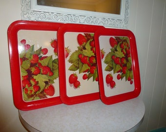Strawberry Trays Vintage Strawberry Metal Trays Retro Vintage Trays Set of 3 Vintage Trays Red and White Trays Retro Decor