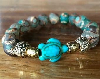 Handmade stretch yoga bracelet with agate gemstone beads and center turquoise sea turtle with tibetan gold highlights