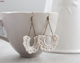 Half-moon Earrings | crocheted | natural linen